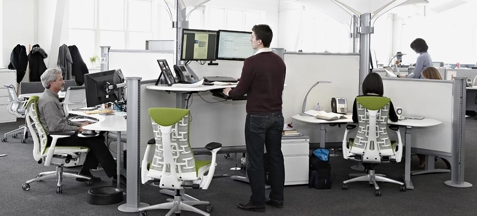 Environnement de bureaux assis debout